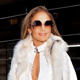 d445d2e1a A grife já foi vista sendo usada por celebridades e fashionistas, como  Beyoncé, Jennifer Lopez, Olivia Palermo, Aimee Song, Poppy Delevingne e  outros ...